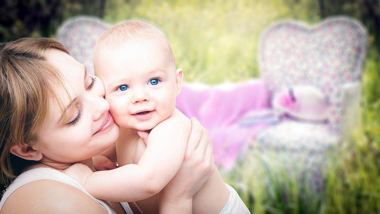 Порядка 18 тысяч семей региона получат выплаты при рождении первого малыша